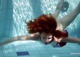 Foxy redhead looker shows off her wares under the water