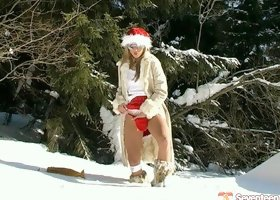Christmas teen masturbates her pussy on the snow