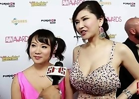 anri okita and kaho shibuya avn 2016 red carpet bounce and kiss